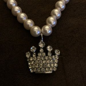 Jewelry - Crown and pearls necklace